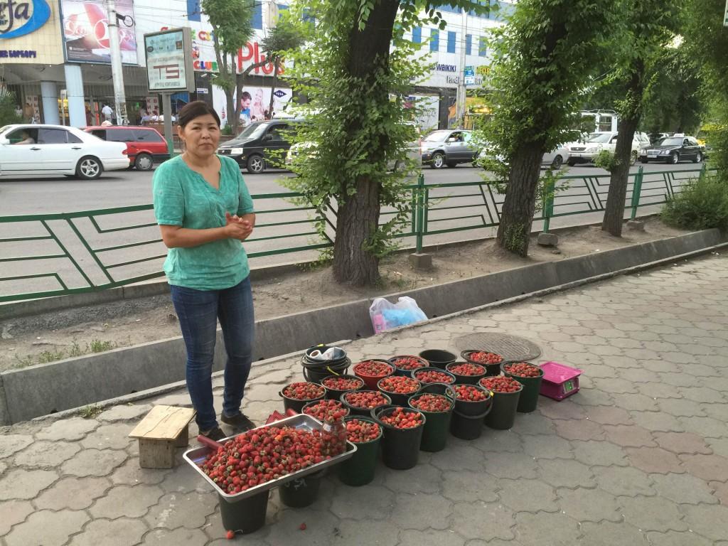 Письма из Бишкека. Клубничка для казахов 1