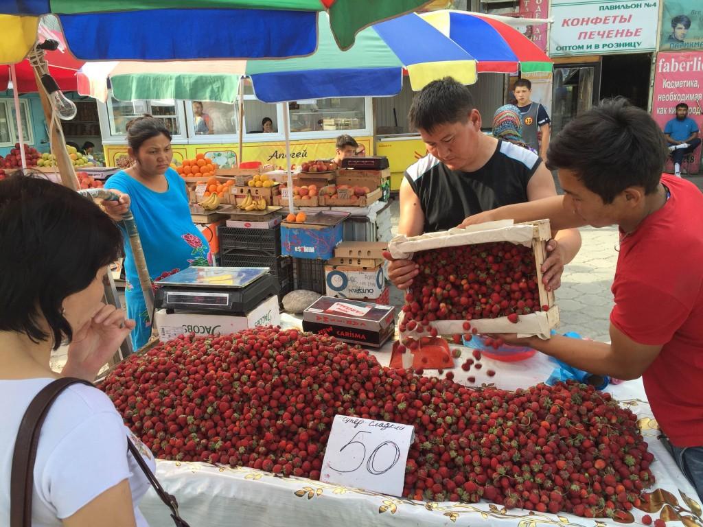 Письма из Бишкека. Клубничка для казахов 3