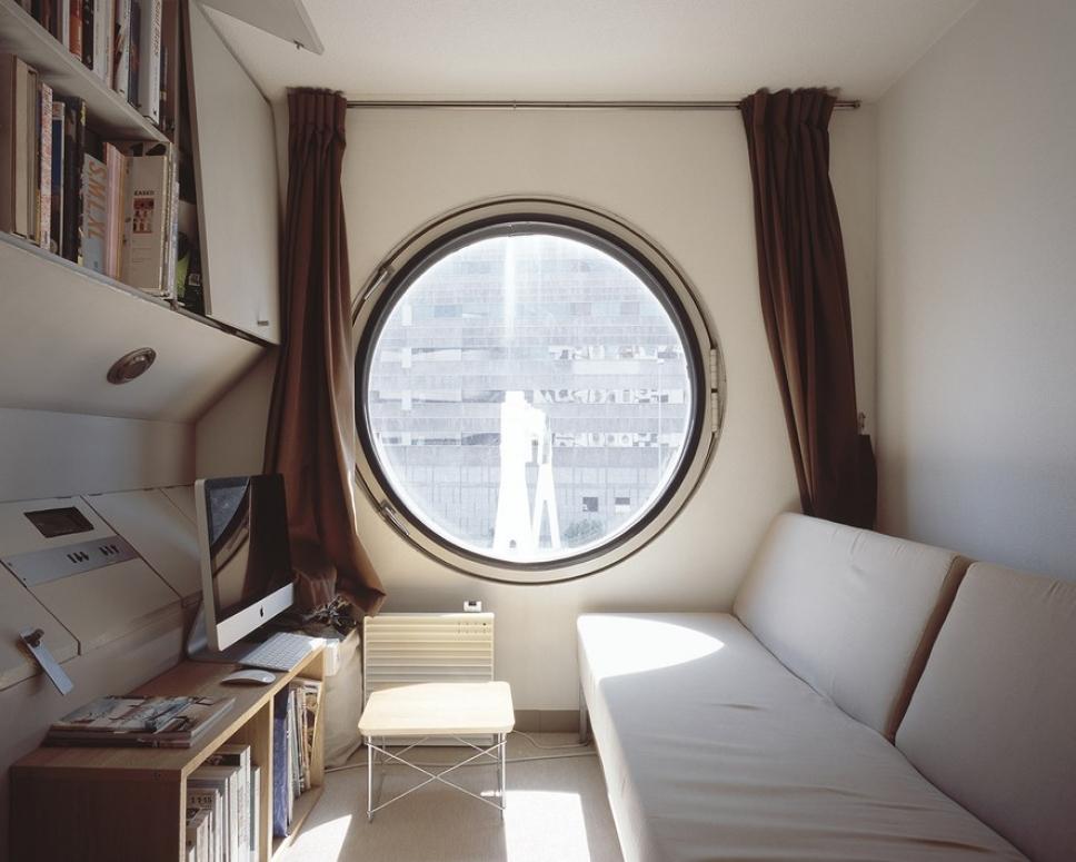 Первое в мире «капсульное» жилое здание — снаружи и изнутри 5