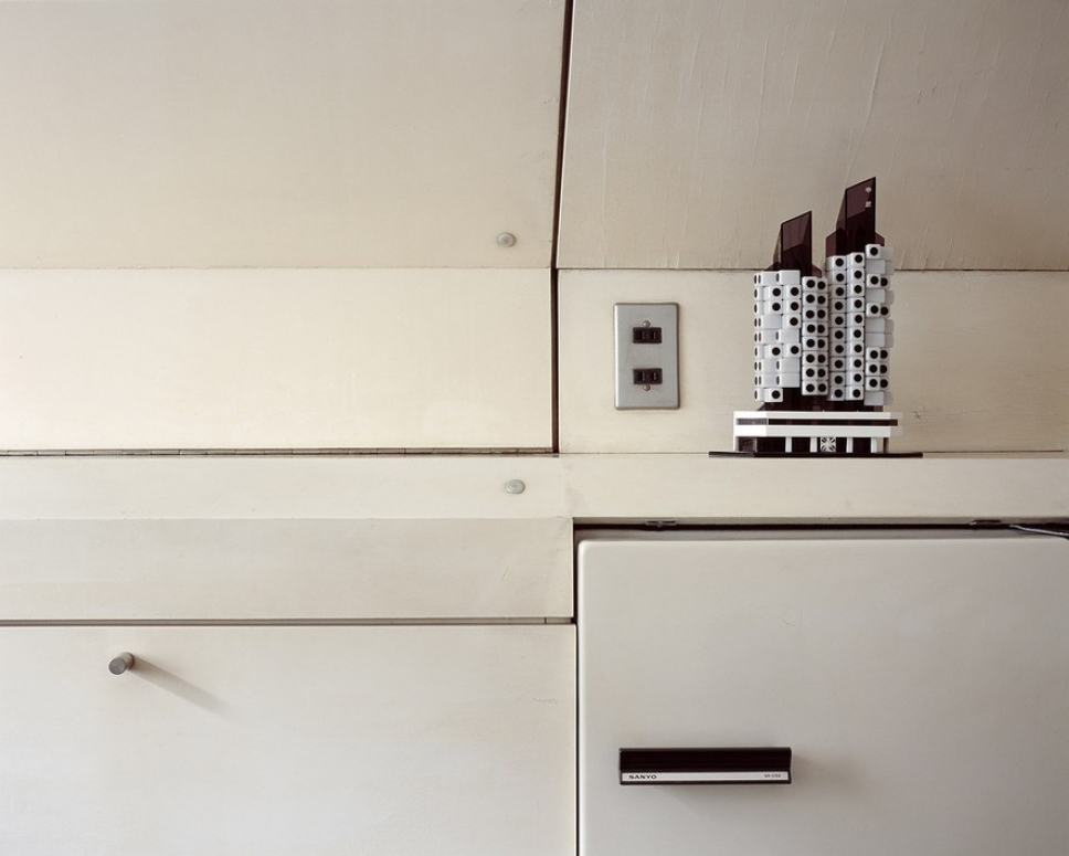 Первое в мире «капсульное» жилое здание — снаружи и изнутри 11