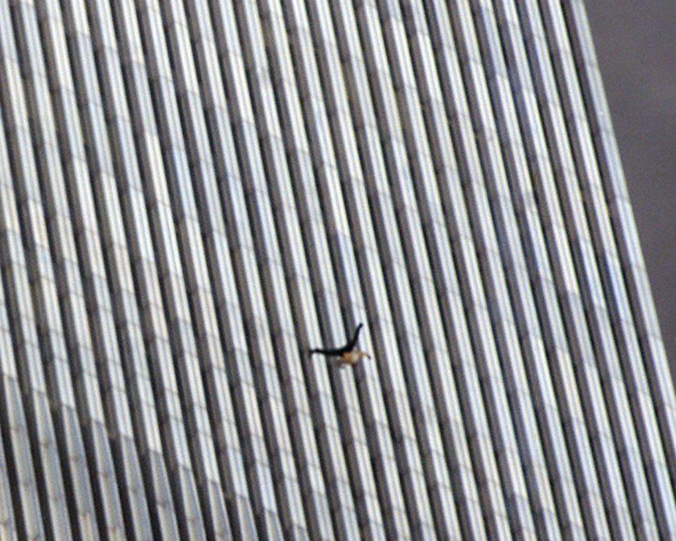 падающий человек 9/11 теракт 11 сентября США башни близнецы Нью-Йорк