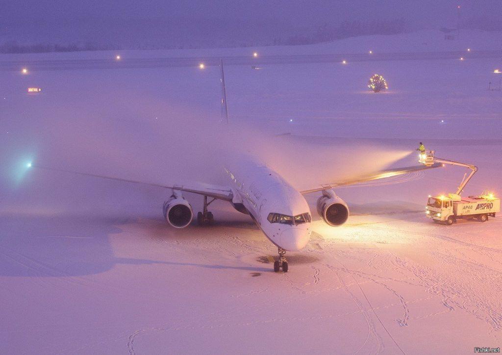 самолет в снегу
