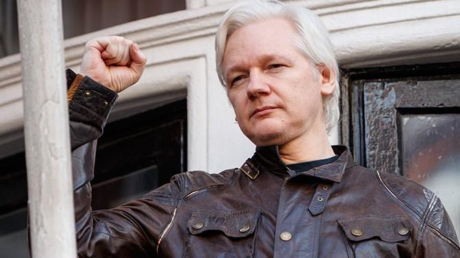 Джулиан Ассанж ушел с поста главного редактора Wikileaks