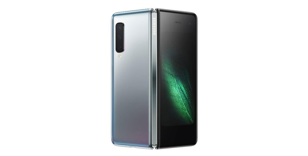 Samsung представил первый гнущийся телефон Galaxy Fold с шестью камерами