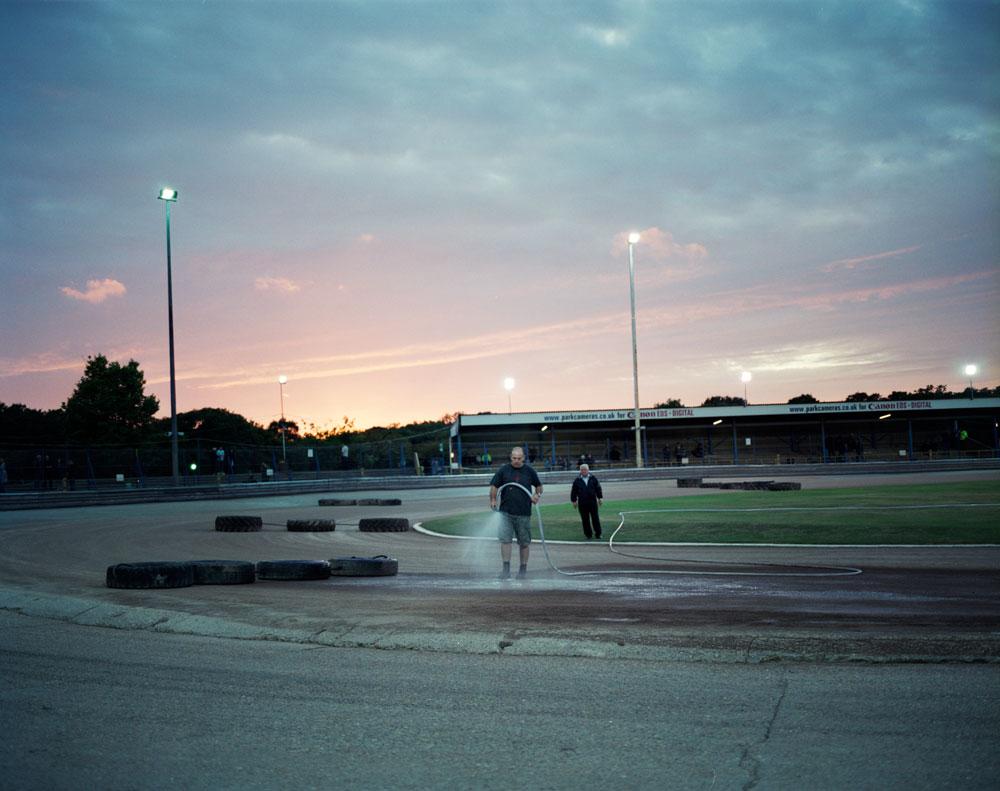 гонки на выживание Истборн Англия стадион Арлингтон