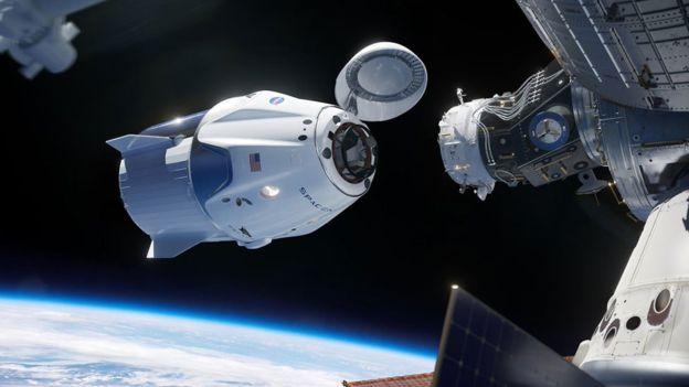 Космический корабль Crew Dragon успешно состыковался с МКС