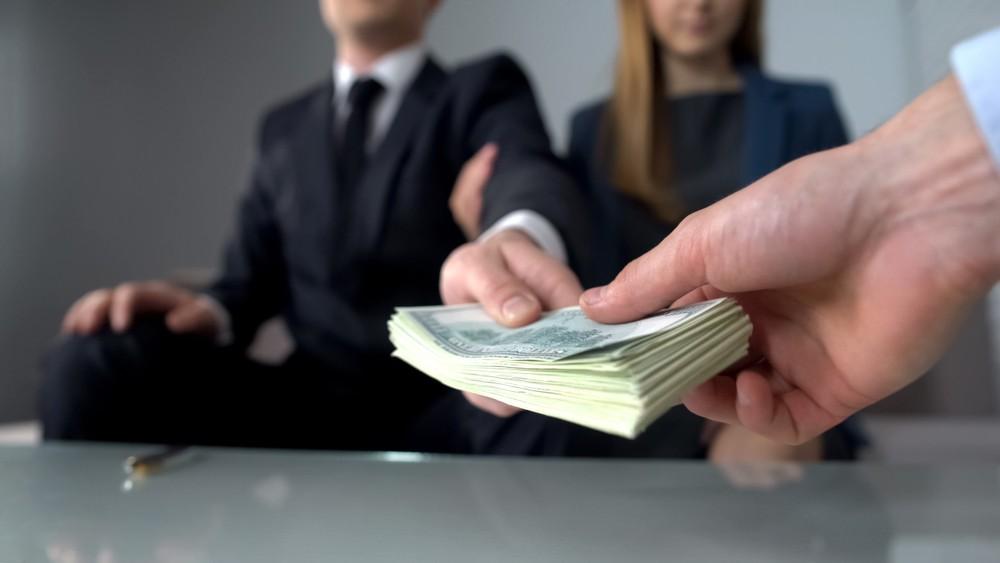 Размер взяток в Казахстане увеличился в три раза