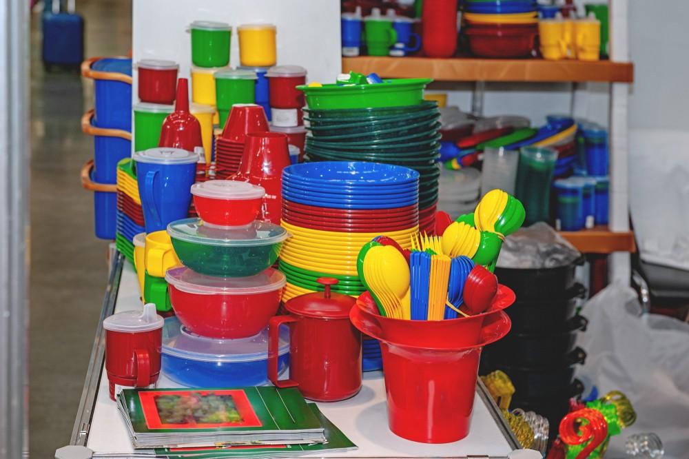 ЕС отказывается от одноразовой пластиковой посуды