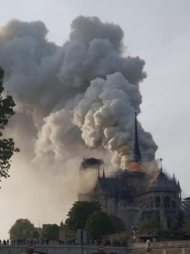 пожар Собор Парижской богоматери Нотр-Дам де Пари достопримечательность трагедия возгорание Париж Франция храм культура памятник история