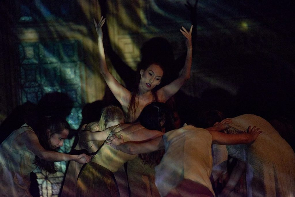 Дана Муса этно-балет Париж Казахстан архетипы женщины феминизм
