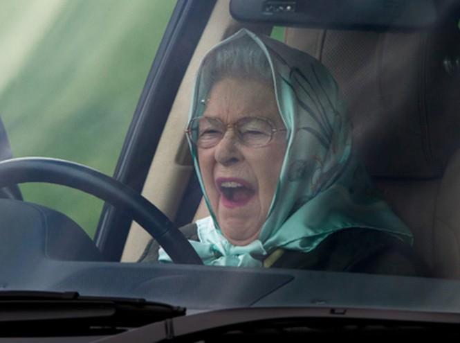 Елизавета II больше не сядет за руль вне своего поместья