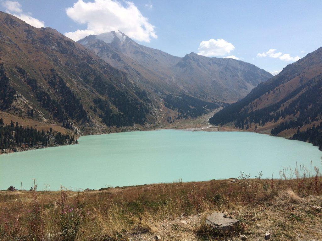 Большое алматинское озеро Алматы Казахстан город страна активный отдых природа