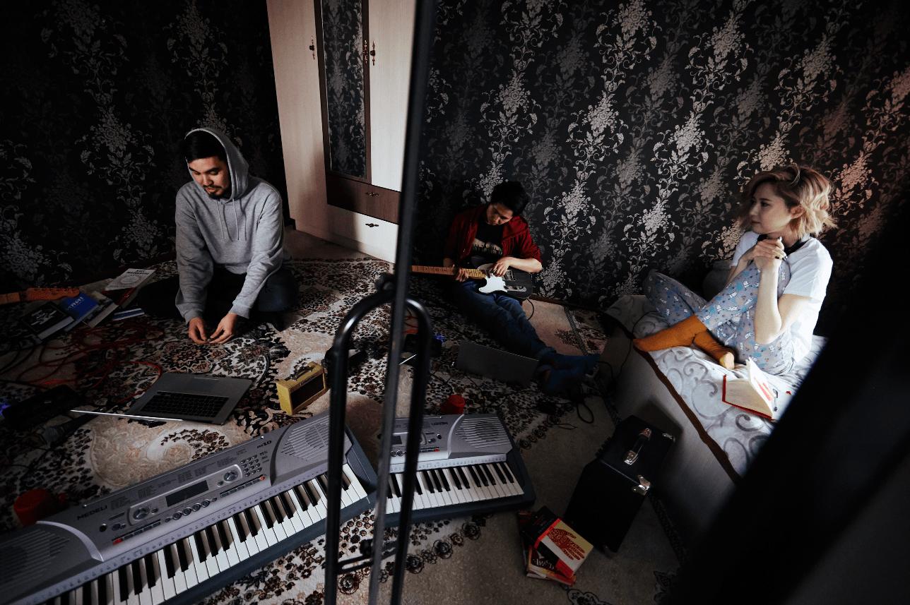Far in gate признание казахстанские слушатели тойская попса