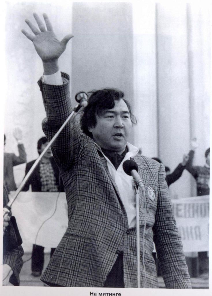 Олжас Сулейменов поэт писатель Казахстан СССР история культура литература