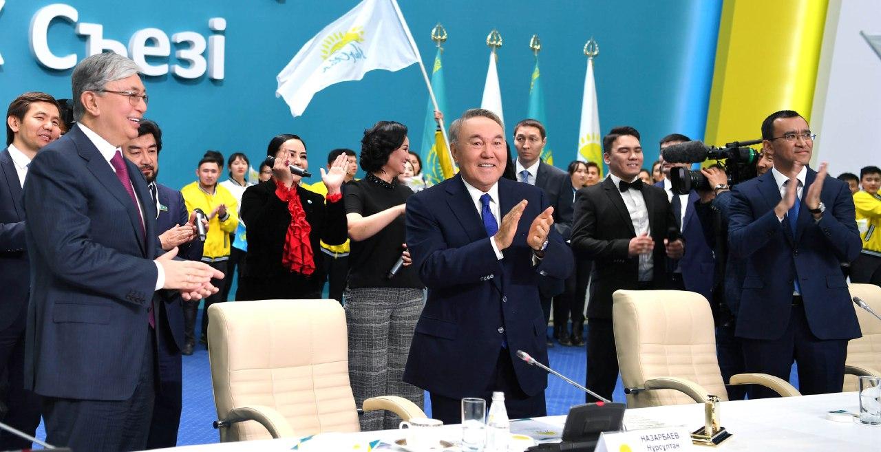 Назарбаеву присвоили пожизненный статус почетного председателя ССТГ