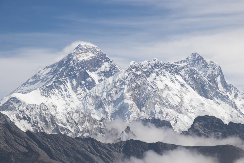 Волонтеры собрали тонны мусора с Эвереста