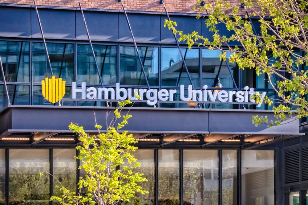 Университет гамбургерологии McDonald's Россия Москва фастфуд еда образование