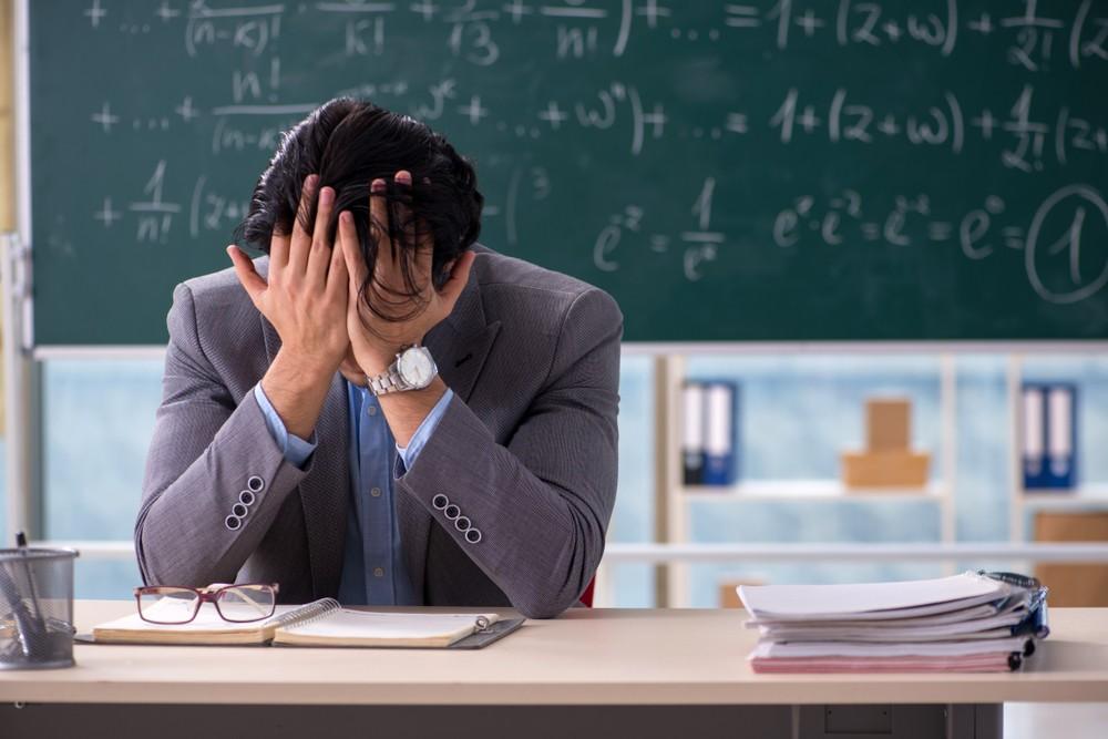 За унижение учителя планируется ввести штраф в РК