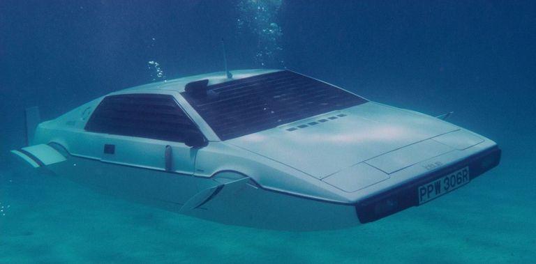 Tesla работает над автомобилем-субмариной
