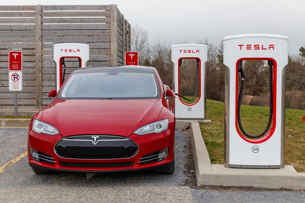 Электрозаправки Tesla Supercharger появятся в Казахстане в этом году