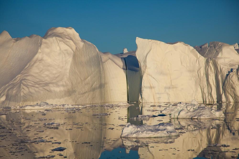 За один день в Гренландии растаяло 2 млрд тонн льда