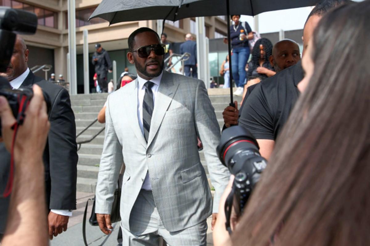 Жертвы R. Kelly заступились за своего обидчика