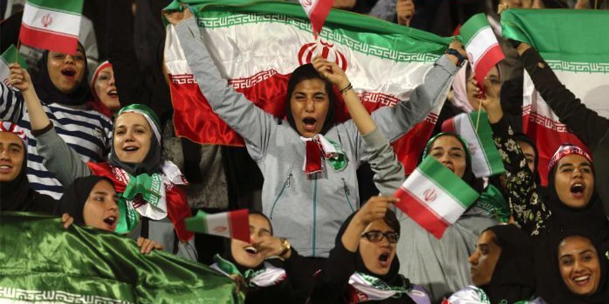 Иранкам разрешили посещать футбольные матчи наравне с мужчинами