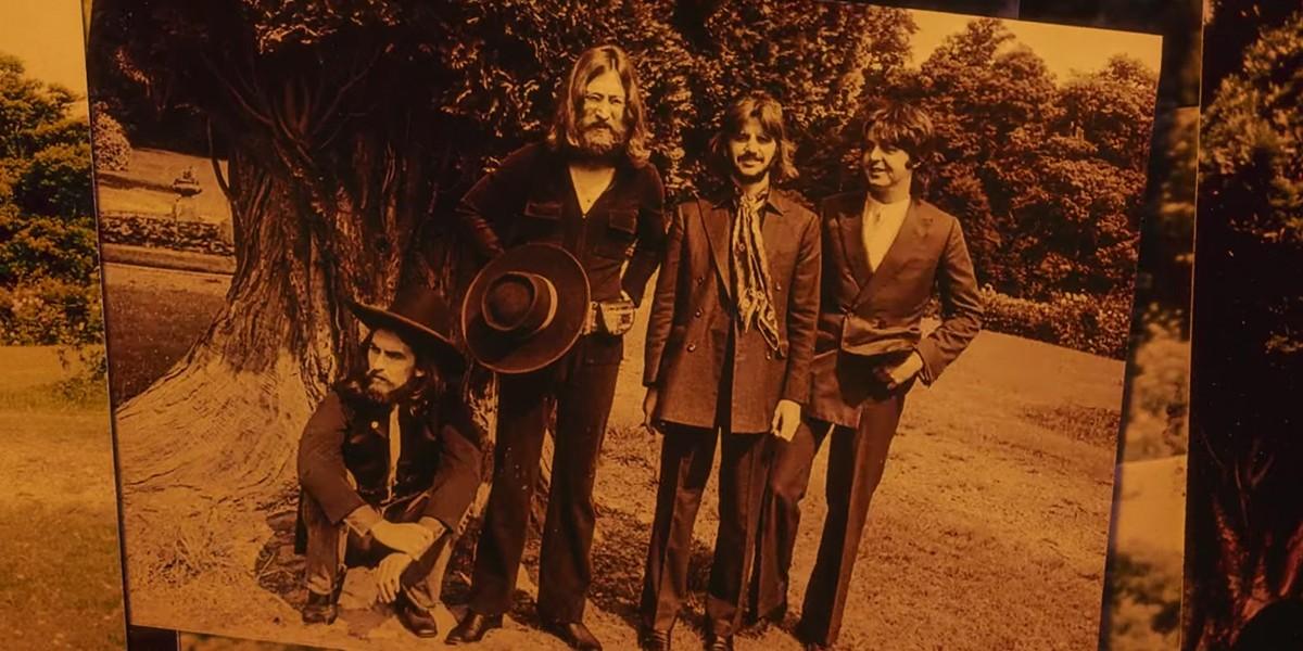 Вышел новый клип The Beatles с архивными кадрами