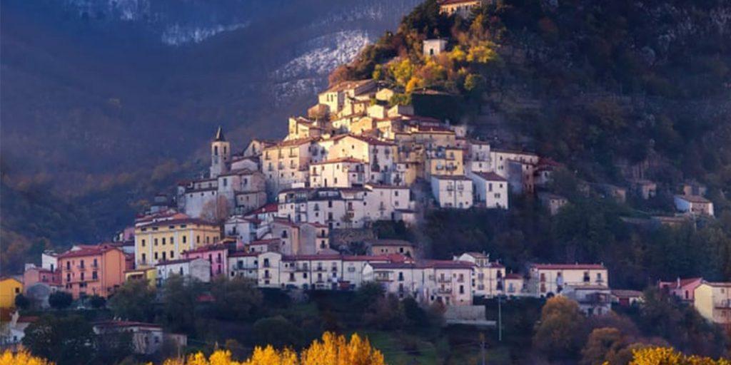 Желающим перебраться на юг Италии заплатят €25 000