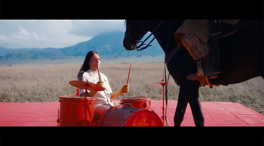 О чем клип солиста Rammstein, снятый в Казахстане?
