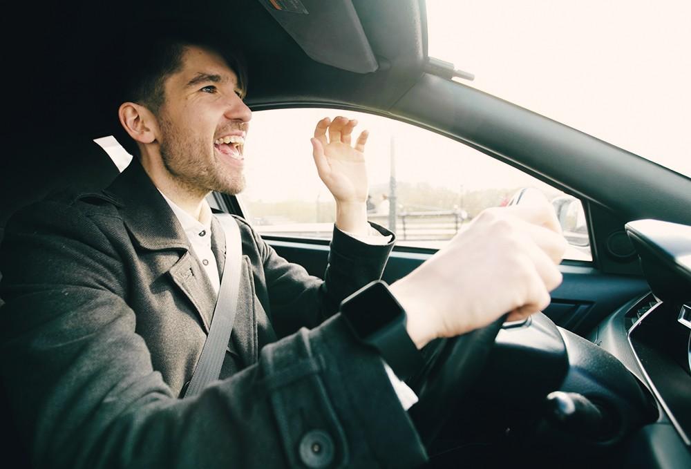 Исследование: какие песни опасно включать за рулем