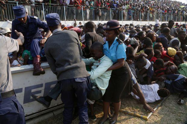 Мугабе похороны давка