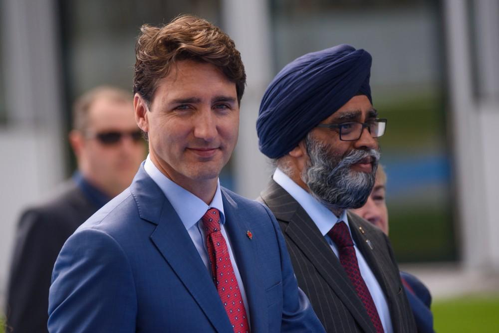Премьер-министра Канады обвинили в расизме