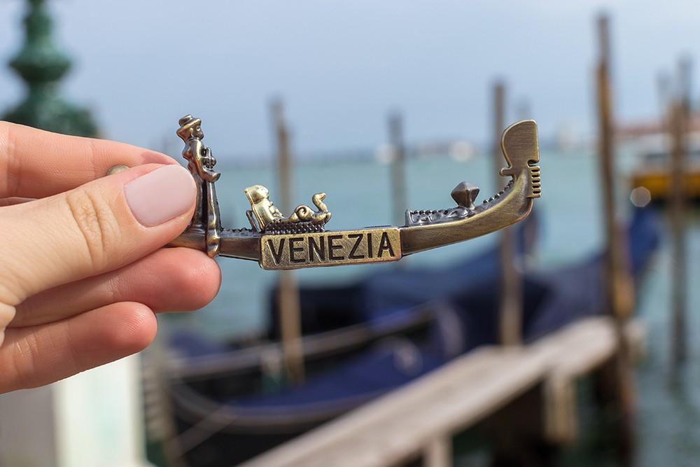 В Венеции запретили продавать дешевые сувениры. Чего еще там нельзя делать туристам?