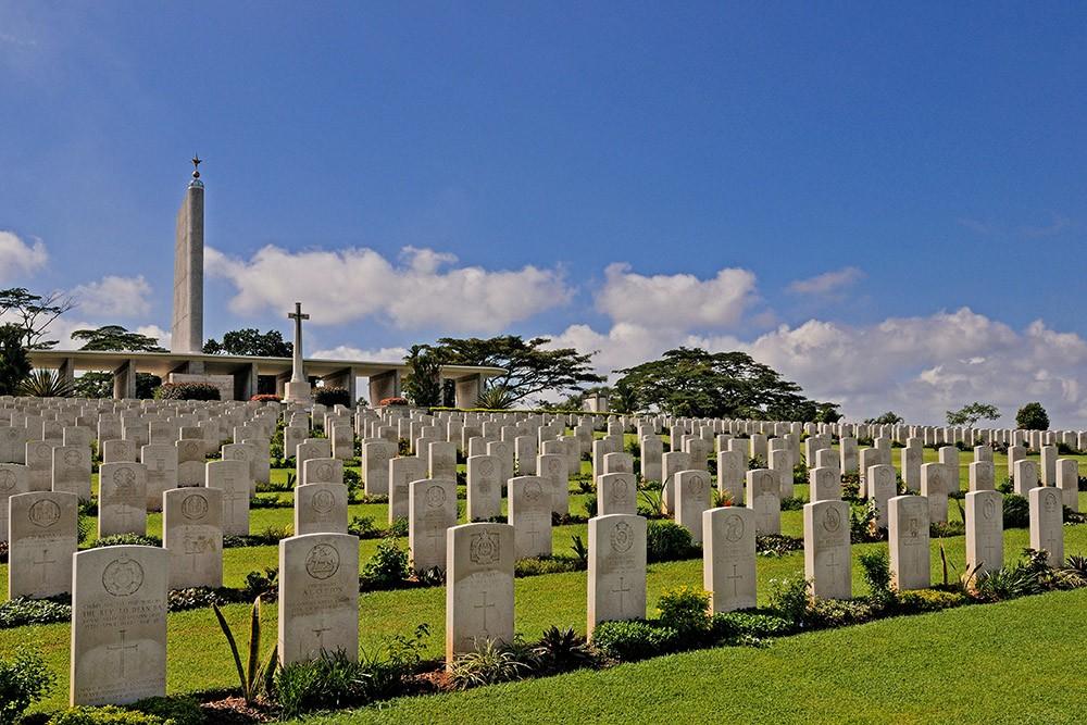 В Сингапуре восемь семей посещали чужие могилы из-за ошибки сотрудников кладбища