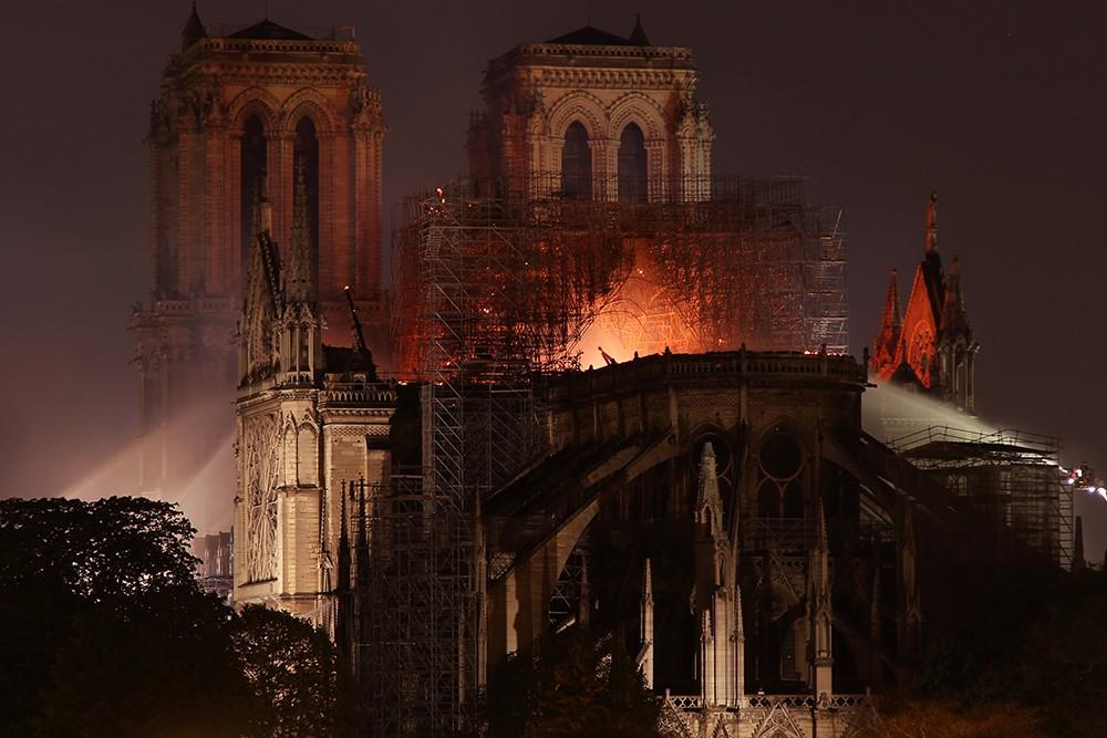 Французы снимут сериал о пожаре в Cоборе Парижской Богоматери