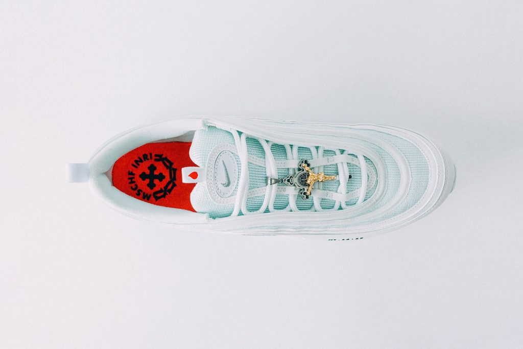 кроссовки со святой водой