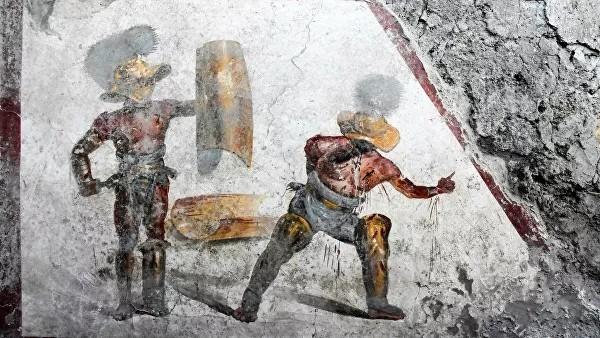 Фреску, изображающую бой мурмиллона и фракийца, обнаружили в Помпеях