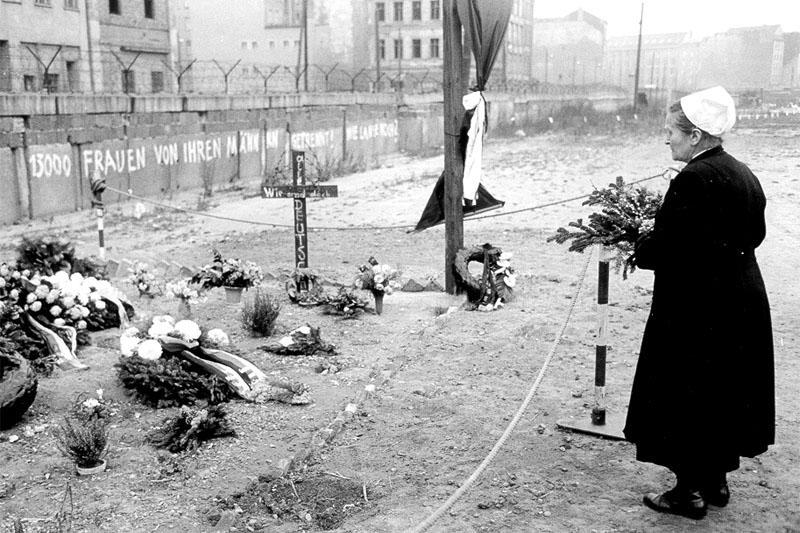 Берлинская стена побеги