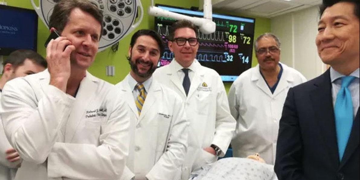 Пациент пережил первую в мире успешную трансплантацию пениса вместе с мошонкой