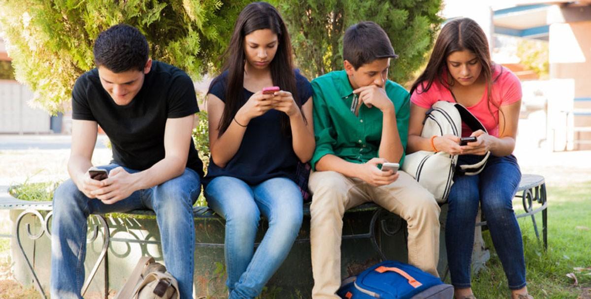 Facebook запустила приложение для воображаемых школьных вечеринок