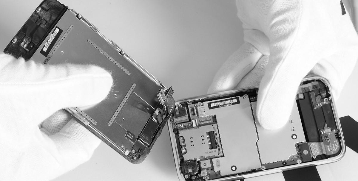 Apple ремонтирует iPhone и Macbook себе в убыток