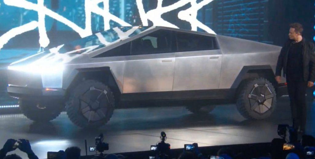 Tesla показала футуристический пикап за  000