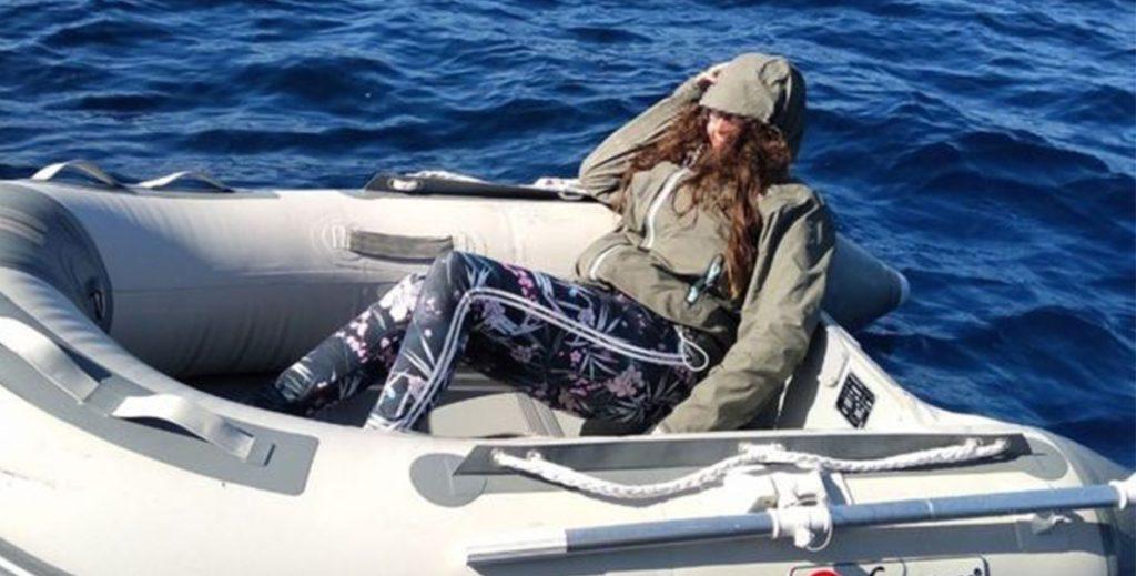 В Эгейском море потерялась туристка. Она два дня ела конфеты и подавала сигналы с помощью зеркала