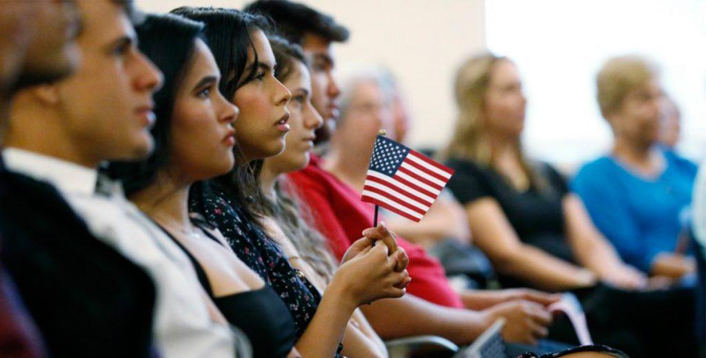 Власти США открыли фальшивый универститет для поимки нелегалов. 250 мигрантов арестовали