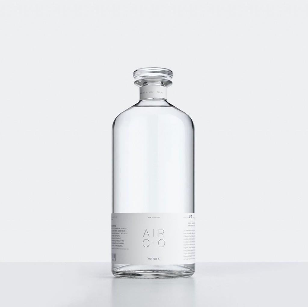 Химики придумали, как превратить углекислый газ в водку: она уже в продаже