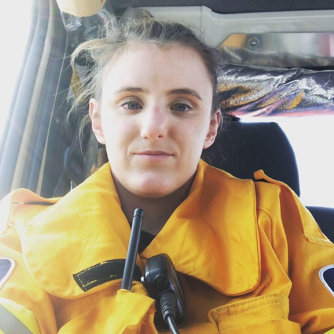 Беременная волонтерка, работающая пожарной, обиделась из-за дискриминации