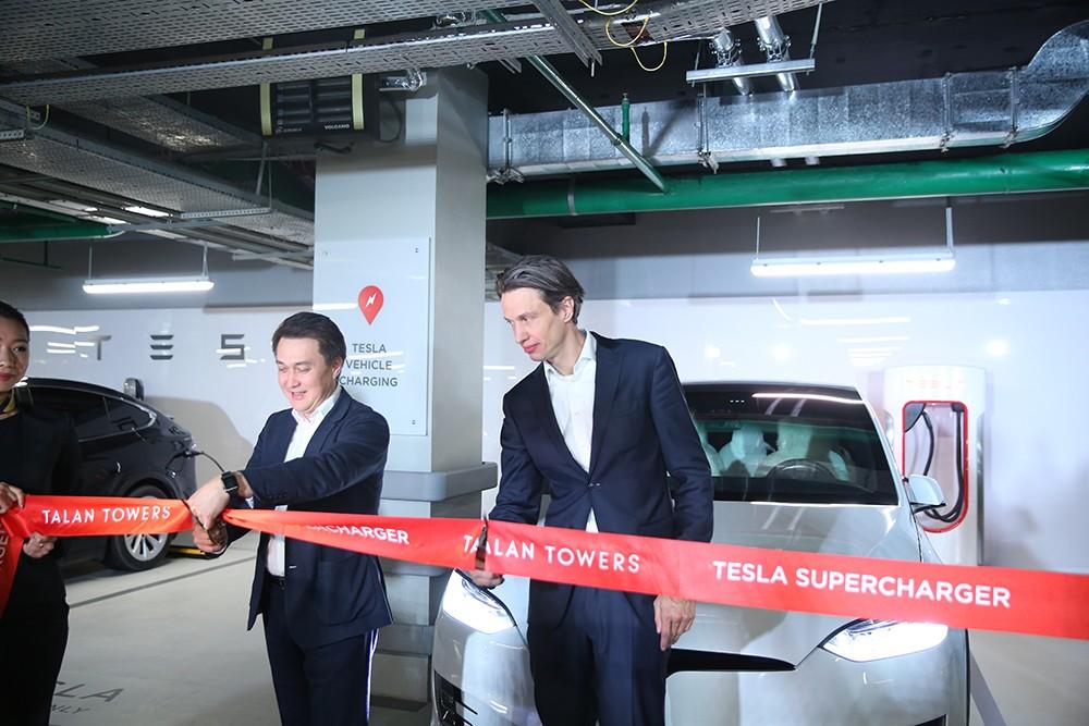 Tesla открытие зарядных станций