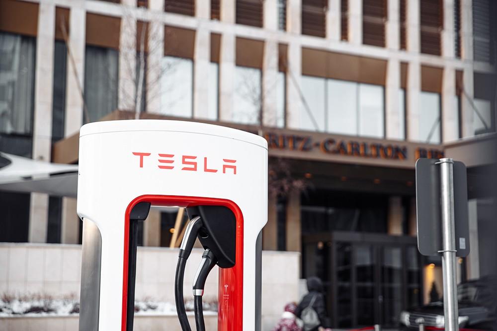 Tesla зарядная станция