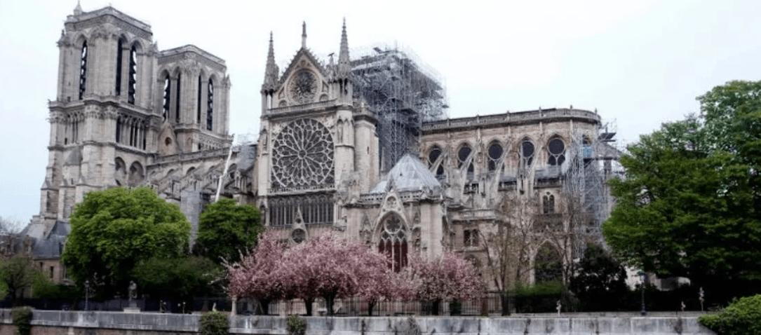 Настоятель Собора Парижской Богоматери: вероятно, Нотр-Дам не удастся полностью сохранить